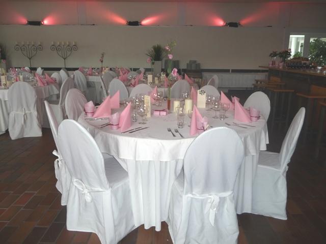 Eine rosa-weiße Hochzeit mit etwa 100 Gästen! | Catering